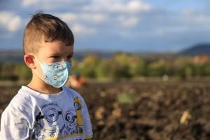 bambino-e-mascherina